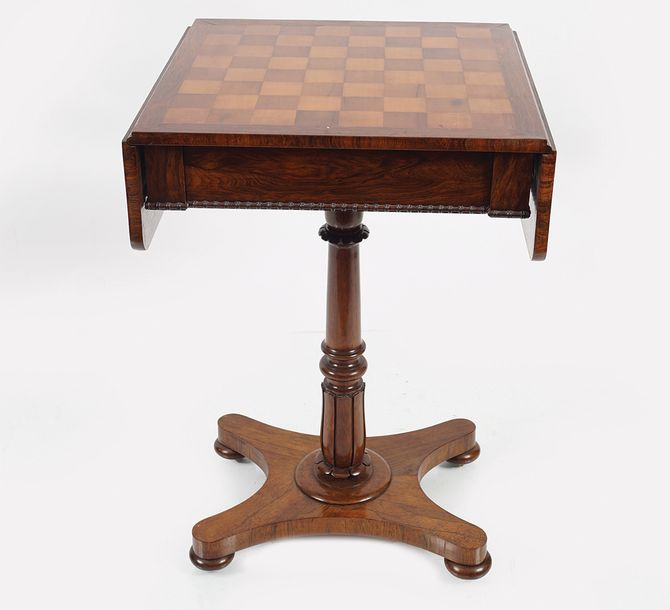 WILLIAM IV ROSEWOOD GAMES TABLE the square chequered inlaid top with drop leaves…