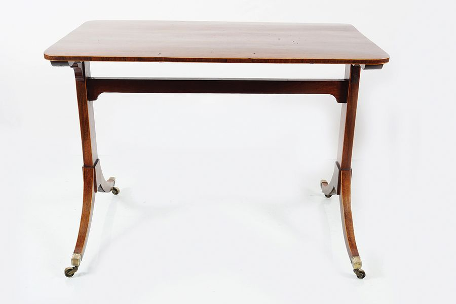 REGENCY ROSEWOOD LIBRARY TABLE circa 1810, the rectangular shaped top with round…