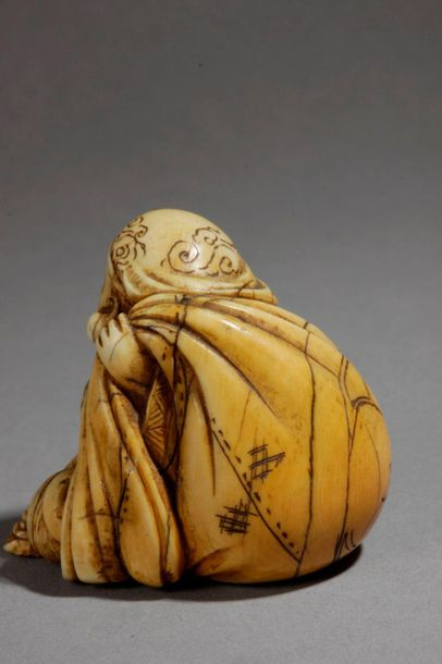A 19th century Japanese netsuke from Edo period. Not signed. In carved ivory por…