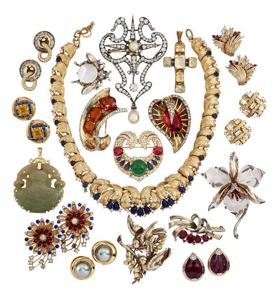 A large quantity of costume jewellery, including: a collection of vintage paste …