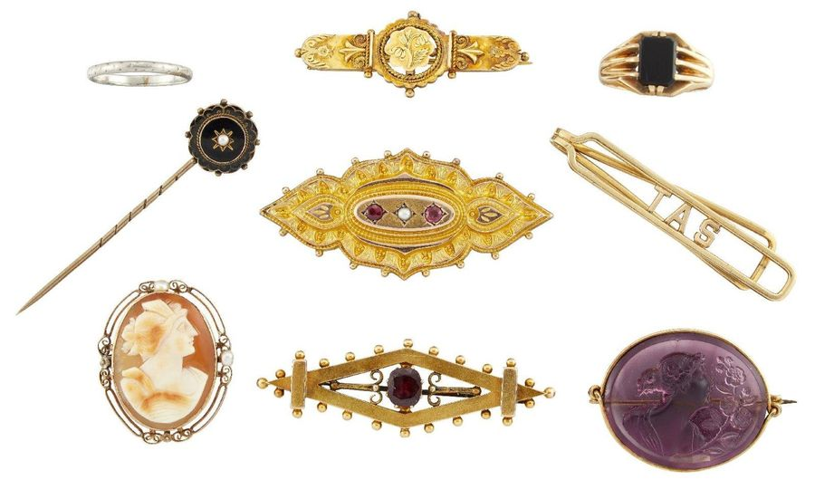 A group of jewellery, comprising: a 15ct gold, cushion shaped garnet single ston…