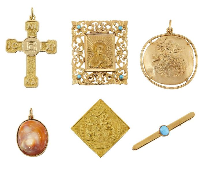 A small group of jewellery, comprising: three religious plaques, including one m…