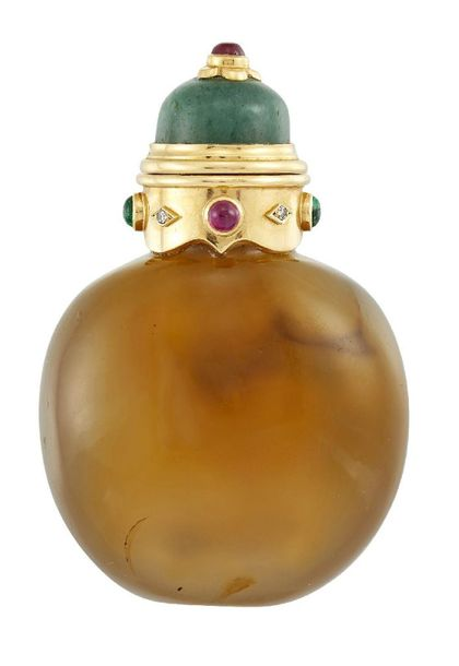 A diamond and gem set hardstone scent bottle, the rounded agate body with applie…