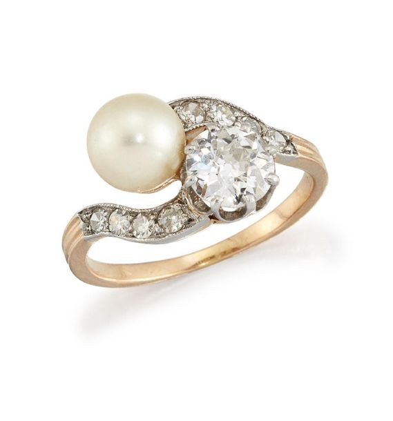 A late 19th early 20th century diamond and pearl crossover ring, the old brillia…