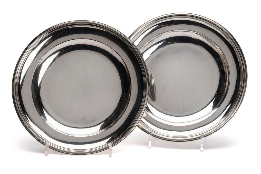 Two silver round deep dishes Two silver round deep dishes, Plain round with mold…
