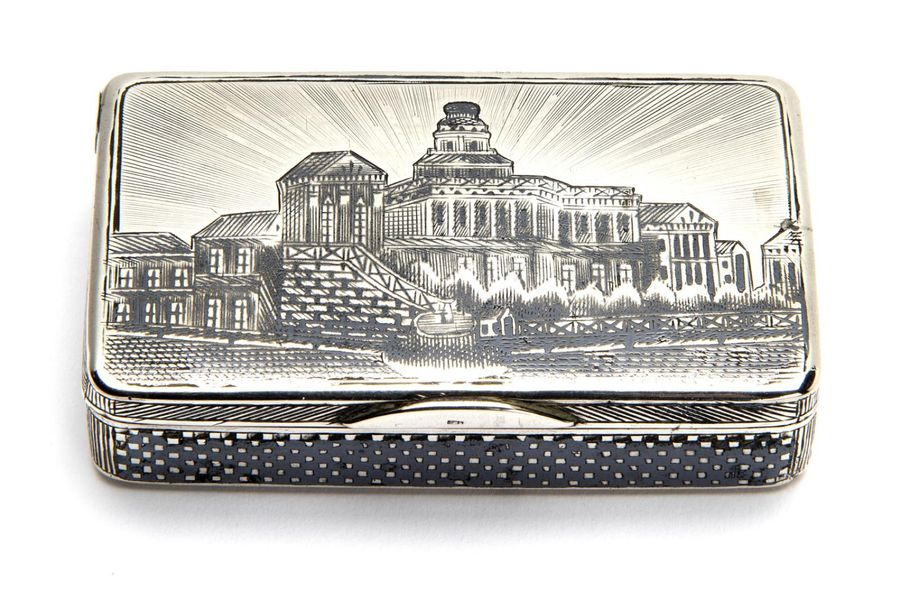An antique Russian silver gilt and niello snuff box An antique Russian silver gi…