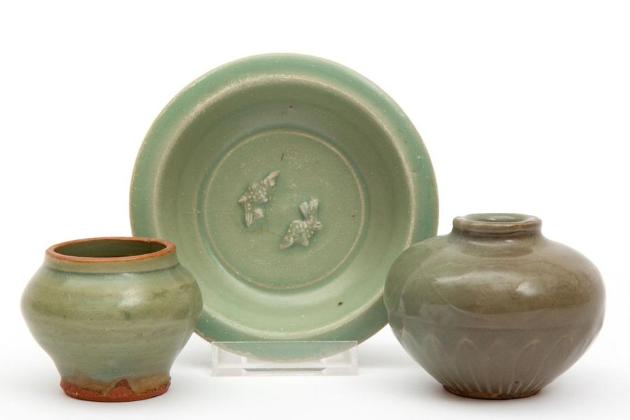 Three small pieces of old celadon pottery Three small pieces of old celadon pott…