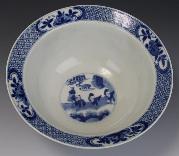 A blue and white Kangxi klapmuts bowl A blue and white Kangxi klapmuts bowl, Kan…