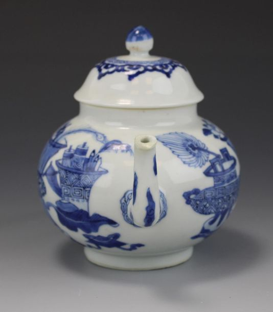 A Chinese blue and white teapot A Chinese blue and white teapot, Kangxi period, …