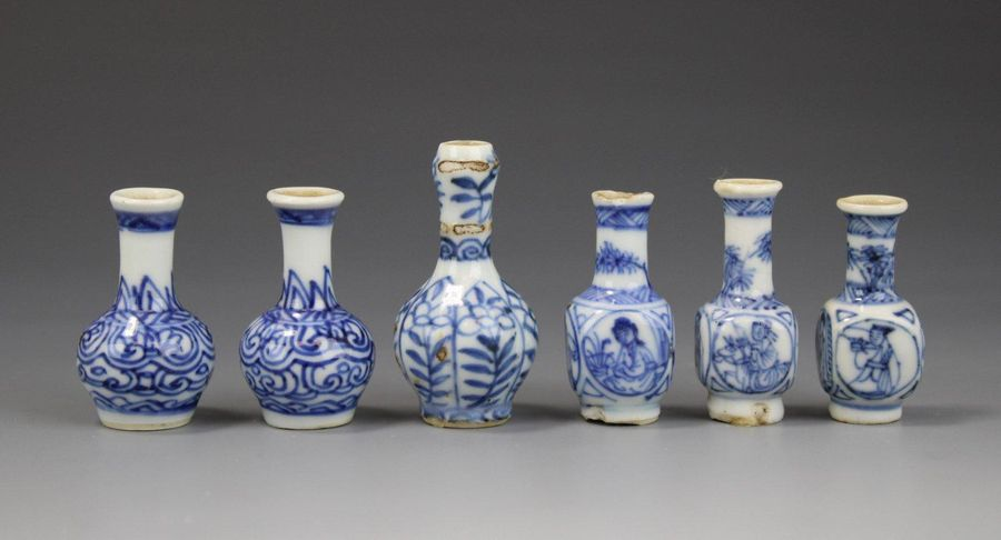 Six miniature blue and white vases Six miniature blue and white vases, 18th cent…