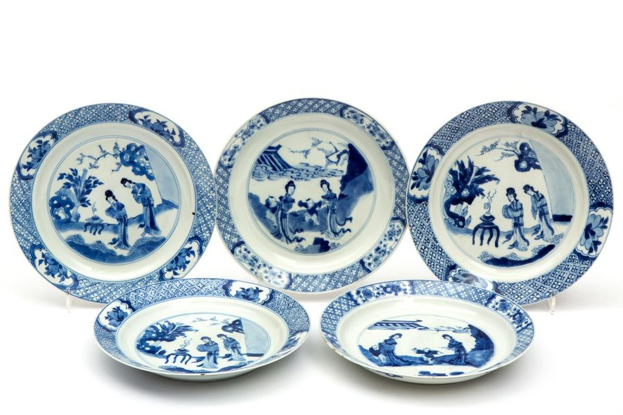 Five blue and white Long Eliza plates Five blue and white Long Eliza plates, Kan…