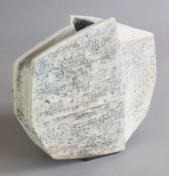 Gerald Weigel, large Vessel Big vase. Chamotte stoneware. Made of plates. White …