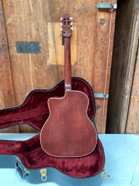 Guitare de Jazz de Jacques CASTELLUCIA, Paris c.1950  D 660mm Es44mm  Table épic…