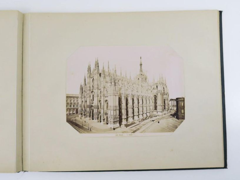 Italie. Album photographique d'Italie. Sl, [c. 1890].  In folio oblong, percalin…