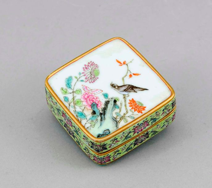 Square famille rose lidded box, China, 19th/20th cent. On the lid boulders, bird…