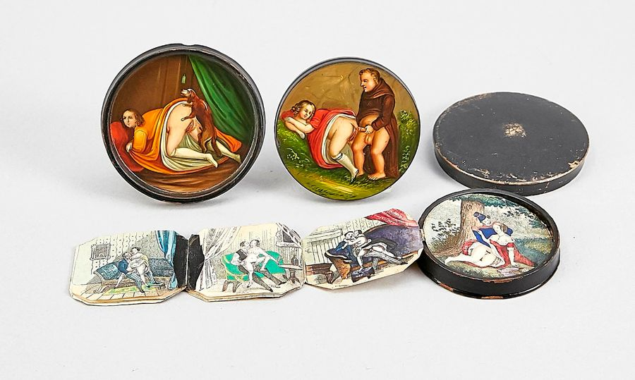 Biedermeier double tabatière with an erotic scene in the bottom and an inner box…