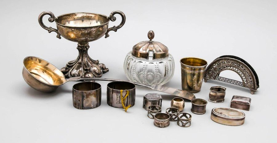 Mixed lot of 17 small pieces, 20th century, various manufacturers, silver differ…