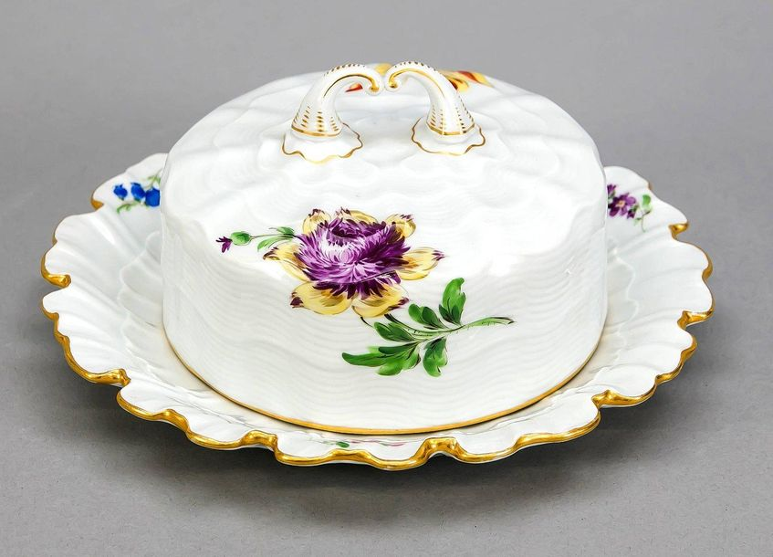 Butter dish, Meissen, brand 1924 34, 2nd quality, relief shaped shell shape, pol…