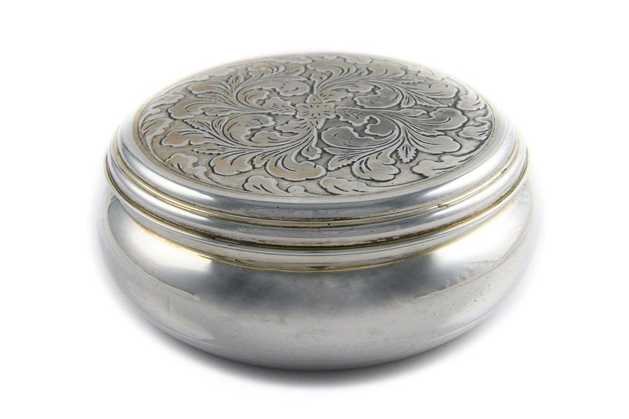 800 silver boxItaly, contemporary manufacturesmooth round body, embossed lid dec…