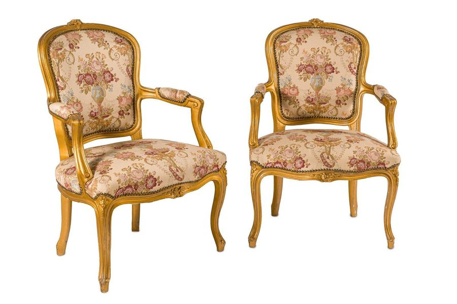 Pair of armchairsTuscan manufacture, mid 20th centuryin carved and gilt wood, se…
