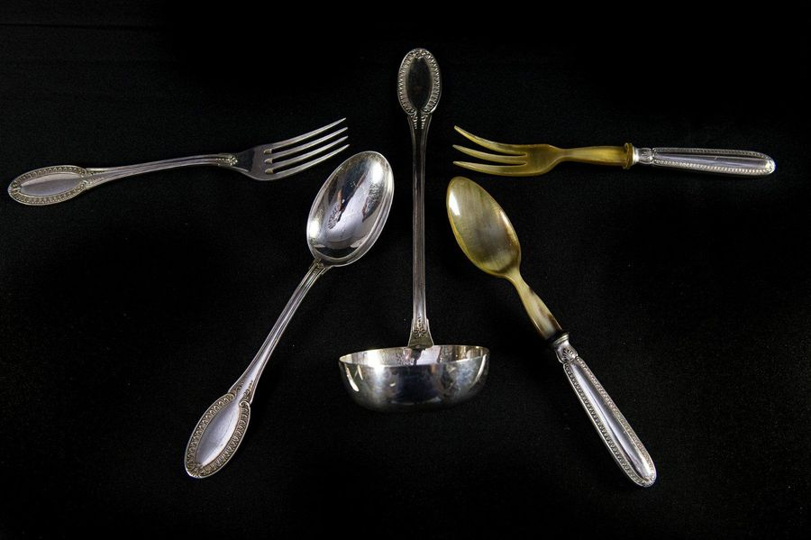 800 silver cutlery setItaly, 1960spalmette decoration, consisting of 12 large fo…