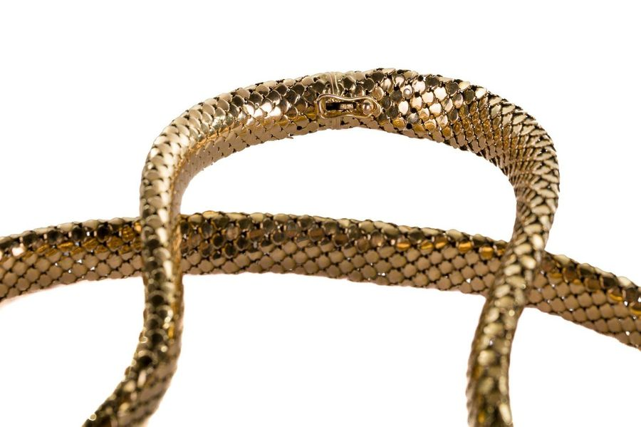Necklace in 18 kt gold 1950ssnake scale workings, punches 750, weight 42.8 g, de…