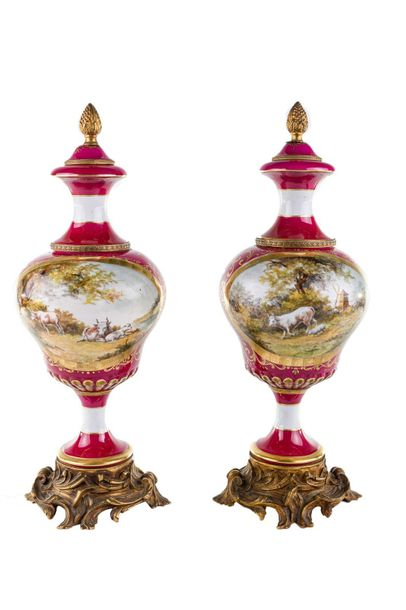 Pair of porcelain vasesFrance, early 20th century
