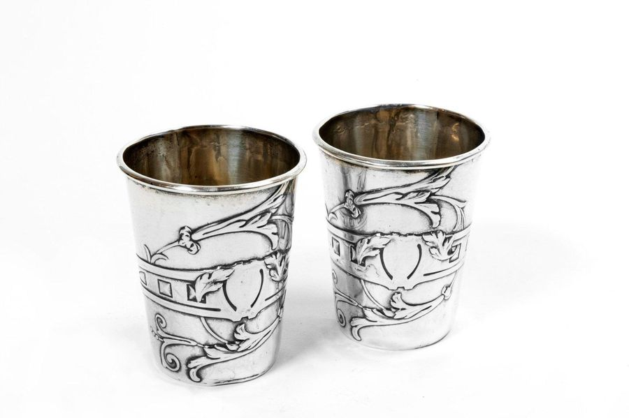 Pair of 800 silver shot glassesItaly, 1950ssmooth body decorated with plant moti…
