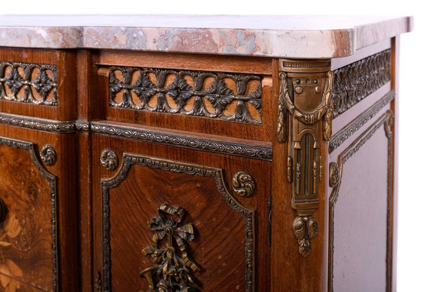Commode to ressautCantù manufacture, mid 20th century veneered in rosewood, waln…