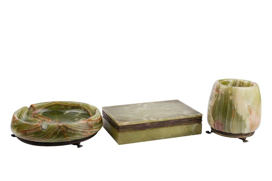 Lot of three objects in onyx and silver composed of a box, an ashtray and a vase…