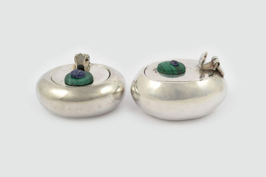 Lot of five travel ashtrays20th century English Sheffield with various hard ston…
