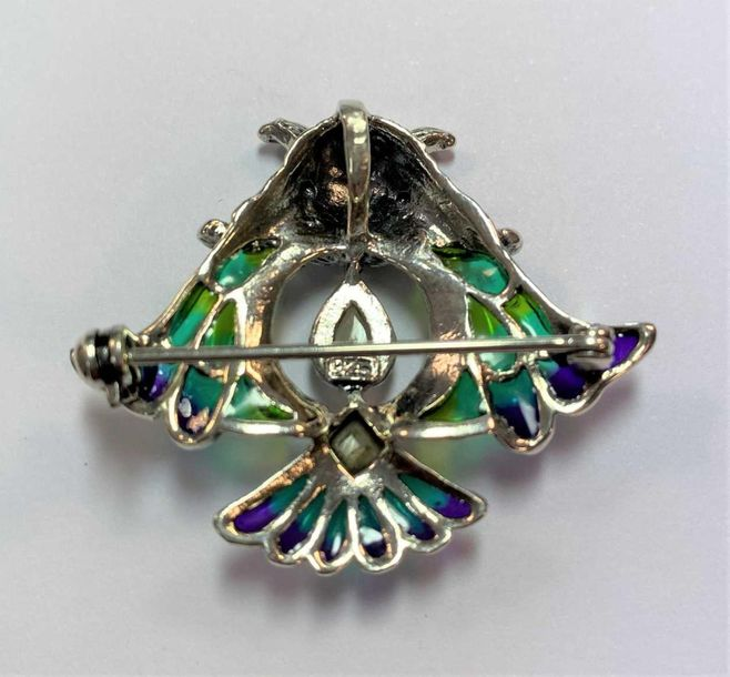 The body of opal and mother of pearl, with ruby eyes and multicoloured enamel de…