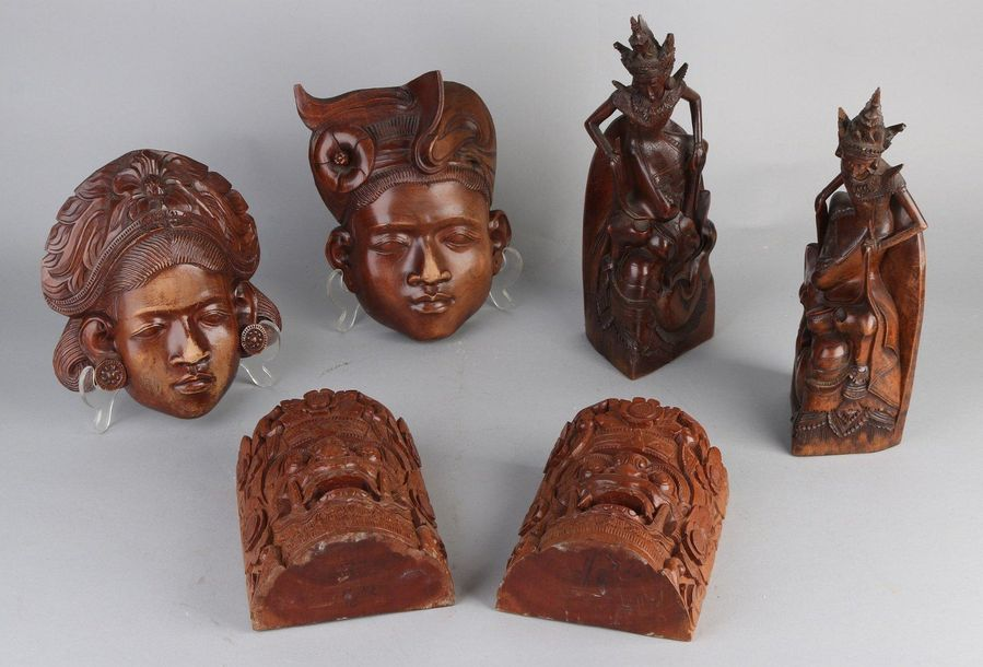 6x Asian wood carvings Six times Asian wood carvings. Among others: bookends (In…