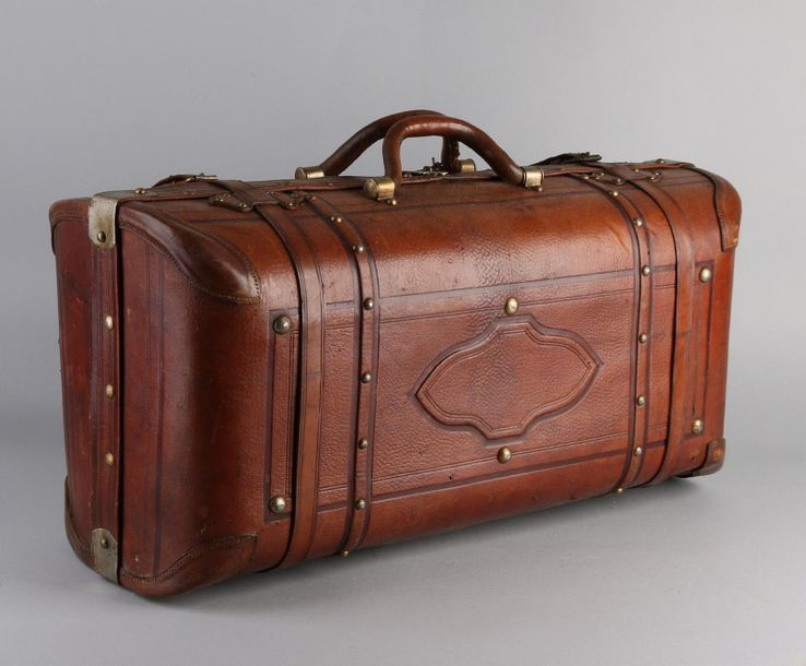 Antique doctor's bag Pre war large leather doctor's bag. Dimensions: 35 x 60 x 2…