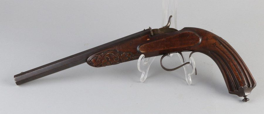 Antique pistol Early 19th century pistol with eight sided barrel. Signed. CL Wit…
