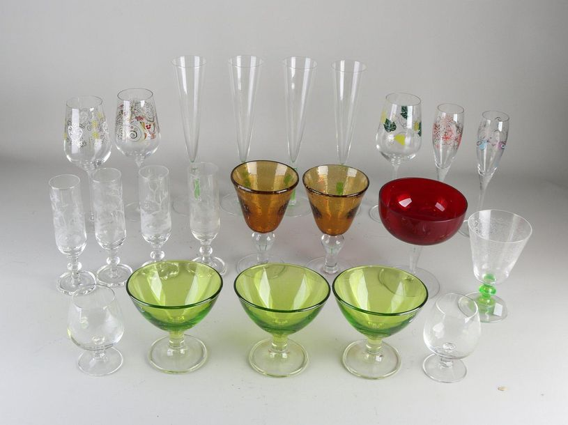 19x Various glasses.Among others: etched horse riding, sparkling glasses, wine …
