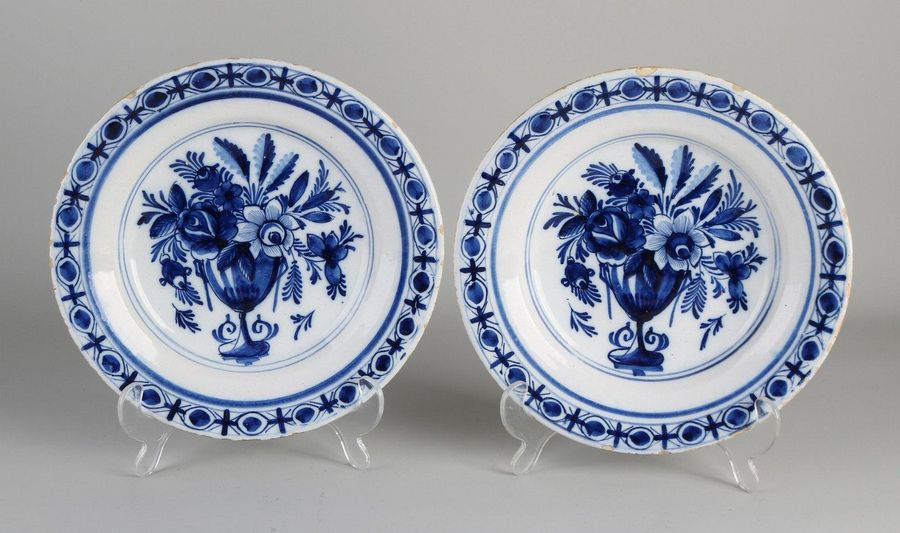 Two 18th century Delft Fayence plates with flower vase decoration. Size: Ø 24 cm…
