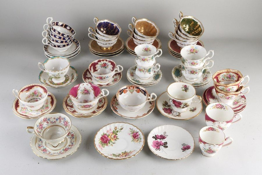 28x Various old English porcelain cups and saucers.Among other things;Royal Al…