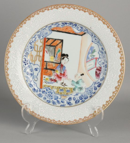 Very detailed Chinese porcelain Family Rose plate with enamel, figures in interi…