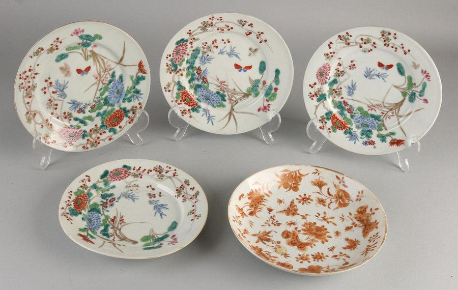 Five antique Japanese / Chinese plates.Consisting of;Once with butterfly / flo…