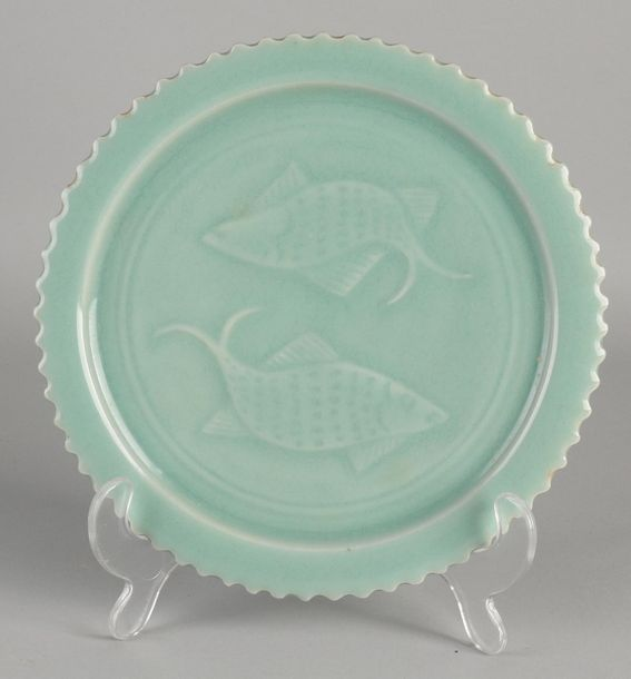 Chinese porcelain green celadon plate with carp decoration. Serrated plate. Dime…