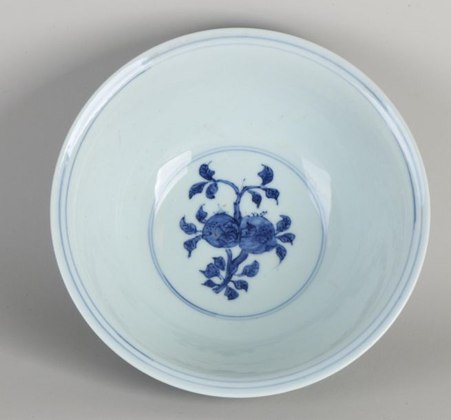 Large 17th 18th century Chinese porcelain bowl with floral / bird decoration. Si…