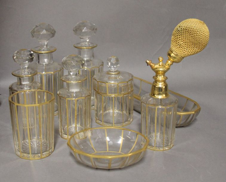 Garniture de toilette en cristal