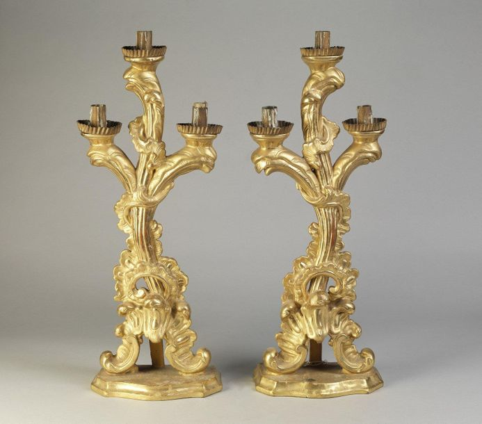LOMBARDY 18th CENTURY LOMBARDY 18th CENTURY Pair of golden wooden candlesticks w…