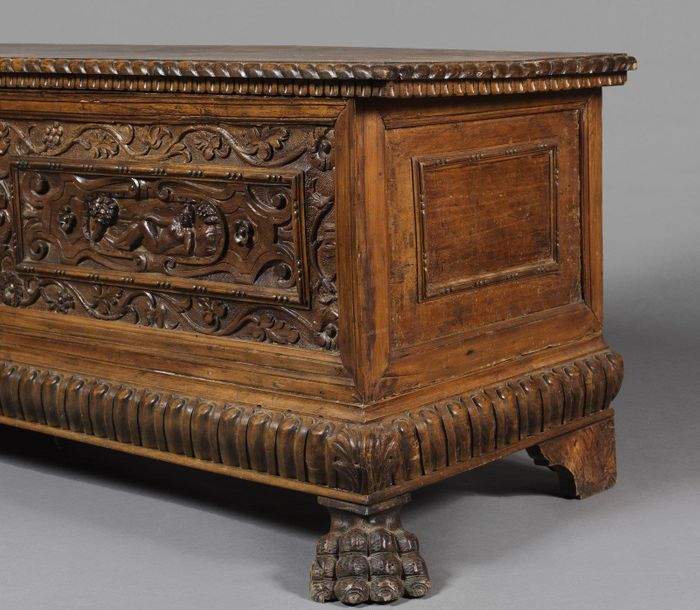 VENETO, 17th CENTURY VENETO, 17th CENTURY Walnut wood chest. VENETO, 17th CENTUR…