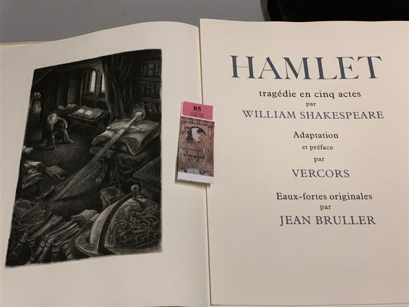 * BRULLER. SHAKESPEARE (William). Hamlet. Paris, Vialetay, 1965. In-4, en feuilles,…
