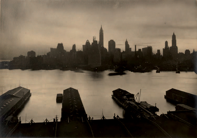 SHERRILL SCHELL 1877-1964 «View of Manhattan from Brooklyn», ca. 1920. Tirage argentique…