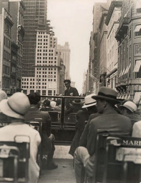 """SHERRIL SCHELL 1877-1964 """"Fifth Avenue from a bus"""", New York, 1930. Tirage argentique…"""