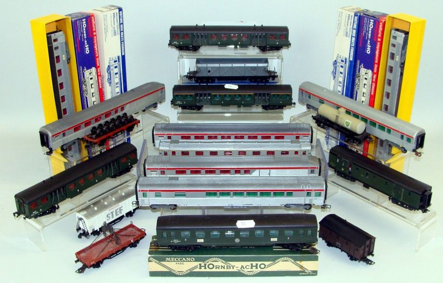 HORNBY Voitures voyageurs et Wagons marchandises – Voitures Inox – Fourgon M – Fourgon…