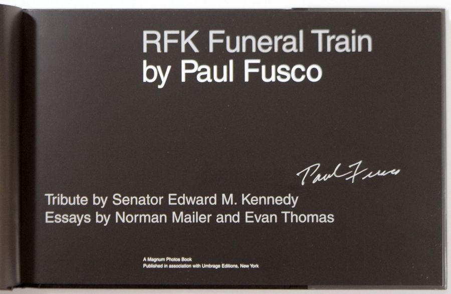 """PAUL FUSCO 1930 """"RFK Funeral Train"""", Umbrage éditions, New York 2000, 128 pages.…"""